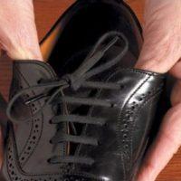 shoe with elastic shoe laces